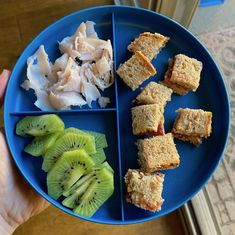 Looking for easy toddler lunch ideas? I'm sharing 15 quick and simple lunch ideas based on what my one-year-old toddler has been eating for lunch. Easy Toddler Lunches, Picky Toddler Meals, Healthy Snacks For Kids, Kids Meals, Baby Meals, Toddler Dinners, Toddler Food, Baby First Foods, Lunch Meal Prep