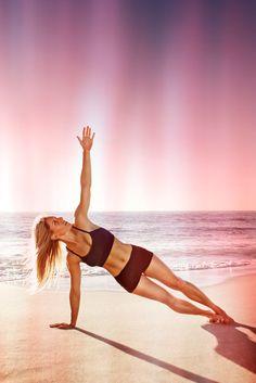 Photoshoot with Melissa Rae Goad in San Diego, California.   #run #running #beach #yoga ©justinalexanderbartels.com