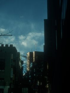 Sometimes silence is violent. #photography #street #tokyo #colors #ahsheegrek