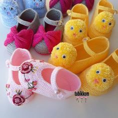 the fine detail . Crochet Sandals, Crochet Baby Shoes, Crochet Baby Booties, Crochet Slippers, Baby Shoes Pattern, Baby Patterns, Knitting Socks, Baby Knitting, Crochet Fox Pattern Free