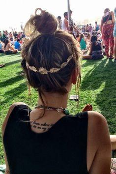 Haarband-Frisuren sind ideal fürs Festival