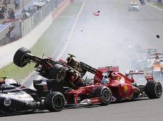 Carambola en el GP de Bélgica provoca salida de 'Checo' Pérez