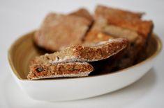 Biscuits aux lentilles vertes, noix et roquefort