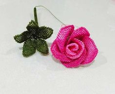 This Pin was discovered by omr Knitted Flowers, Flower Crafts, Needlepoint, Tatting, Diy And Crafts, Crochet Earrings, Embroidery, Christmas Ornaments, Holiday Decor