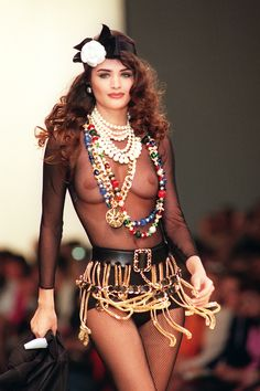 Helena Christensen au défilé Chanel automne-hiver 1991-1992
