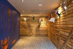 Brasov Designist 26 Traseu DESIGNIST de weekend: unde să mergi în Brașov! Hospitality, Room, Furniture, Design, Home Decor, Restaurants, Bedroom, Decoration Home, Room Decor