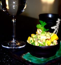 Ceviche med räkor, avokado & frisk mango – till krispigt vitlöksbröd!
