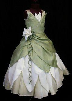 Child's Princess and The Frog Costume Dress Custom Made. via Etsy. Frog Costume, Costume Dress, Costume Ninja, Halloween Karneval, Princess Costumes, Princess Tiana Dress, Princess Disney, Tiana Disney, Princess Movies