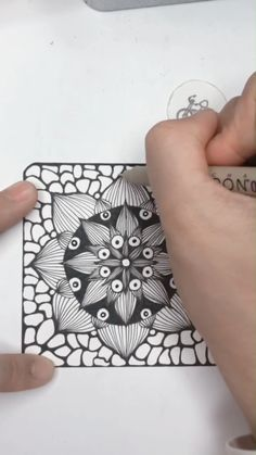 Drawing Beautiful Flower Pattern A demo to show you how to draw a beautiful flower pattern. Mandala Doodle, Mandala Art Lesson, Doodle Art, Cool Art Drawings, Ink Pen Drawings, Art Sketches, Mundo Hippie, Chalk Pens, Bullet Journal Ideas Pages