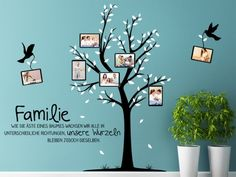 Die perfekte Wandgestaltung für #Familien: das Foto #Wandtattoo Ahnenbaum mit Sprichwort: Familie Wie die Äste eines Baumes wachsen wir alle in unterschiedliche Richtungen, unsere Wurzeln bleiben jedoch dieselben.