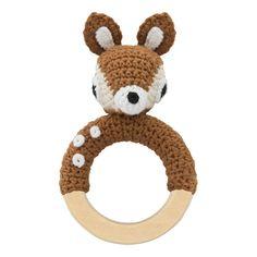 Hochet en crochet - Sebra Bébé- Large choix de Jouet et Loisir sur Smallable, le Family Concept Store - Plus de 600 marques. Cosas A Crochet, Crochet Deer, Crochet Baby Toys, Crochet Animals, Crochet For Kids, Diy Crochet, Amigurumi Bebe, Children's Toys, Kids Toys