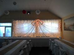 #wedding #esküvő #hochzeit #weddingbackground #esküvőiháttérdekoráció Background Decoration, Wedding Background, Eco Friendly, Chandelier, Ceiling Lights, Lighting, Vintage, Home Decor, Wedding