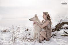Bild:Schneeblick Model: LUV Hund: Elvis vom weißen Wunder Fotograf: Christian Zink Assistenz: Lisa Kampf  Danke an Lutz für sein haus zum Aufwärmen. Danke auch an Susanne Krappe für die tollen Haarfrisuren.  Link zu den Hunden: https://www.facebook.com/bbselvis/