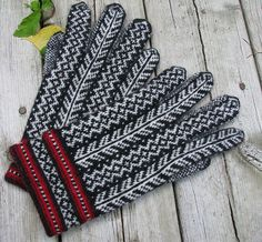 Ravelry: llunallama's Estonian Gloves   Love the idea of feathers on your fingers!