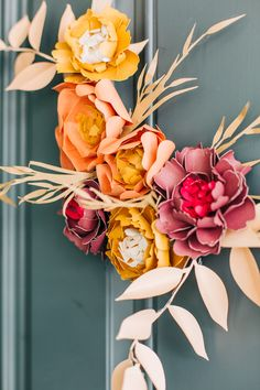 Fall Crafts: Paper Flower Embroidery Hoop Wreath Tutorial - The Pretty Life Girls Wreath Crafts, Diy Wreath, Diy Garland, Wreath Fall, Fall Projects, Diy Craft Projects, Diy Crafts, Craft Ideas, Paper Flower Wreaths