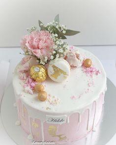 Drip cake kastejuhlaan #kakkupuotimariannika #turku #dripcake #kastejuhla #ristiäiset #ristiäiskakku #tilauskakku Vanilla Cake, Baby Shower, Instagram, Cake Ideas, Babyshower, Baby Showers