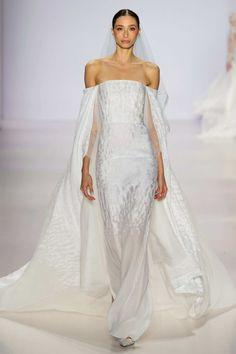 Wedding dress inspiration? I think so. Pamella Roland S/S15 #ss15 #nyfw