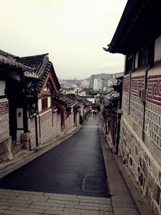 북촌, Korea, 2013 (by himerang) Asian Steampunk, Seoul Photography, Travel Website Design, Japan On A Budget, Paradise On Earth, Dream City, What A Wonderful World, Travel Aesthetic, Japan Travel