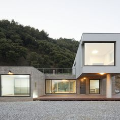 Cheongju University Department of Architecture 의 청양주택 | 호미파이 & homify House Outside Design, House Front Design, Modern House Design, Building A Container Home, Container House Design, Container Buildings, Arch House, Facade House, Roof Architecture