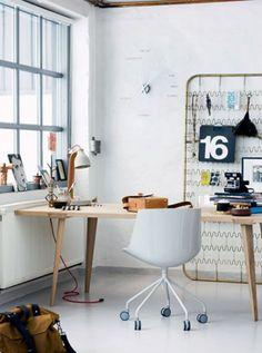 Arbeitsplatz- Schreibtisch - Holz