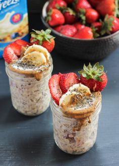 Almond Butter, Strawberry & Banana Overnight Oats with chia seeds. This is a great make-ahead protein-packed breakfast that will absolutely keep you full until lunch. Oats Recipes, Cooking Recipes, Healthy Recipes, Healthy Food, Top Recipes, Healthy Desserts, Recipies, Dessert Recipes, Yummy Food