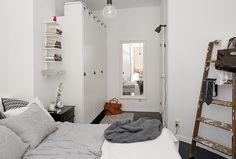 O uso inteligente de um espaço pequeno na Suécia.  Fotografia: http://myscandinavianhome.blogspot.com.br