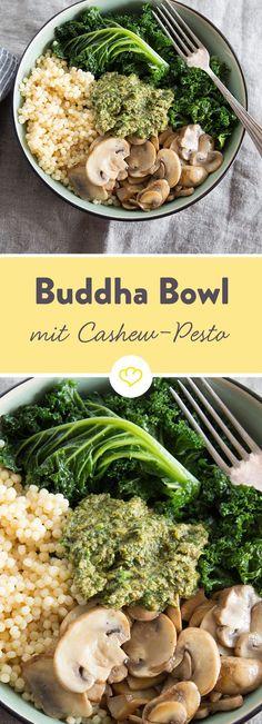 Wenn Grünkohl, Coucous und Cashewkerne aufeinandertreffen, darfst du dich über eine Schüssel voller Vitamine freuen - eine vegane Buddha Bowl.