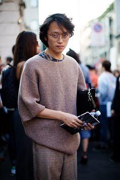 On the Street…Via Fogazzaro, Milan (The Sartorialist) Boy Outfits, Casual Outfits, Fashion Outfits, Mens Fashion Week, Girl Fashion, Scott Schuman, Sartorialist, Winter Looks, Stylish Men