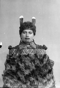 For New Zealand Maori women, the moko kauae, or traditional female chin tattoo, is considered a physical manifestation of their true identit. Maori Tattoos, Maori Face Tattoo, Tattoos Bein, Facial Tattoos, Samoan Tattoo, Neck Tattoos, Sleeve Tattoos, Polynesian People, Polynesian Art
