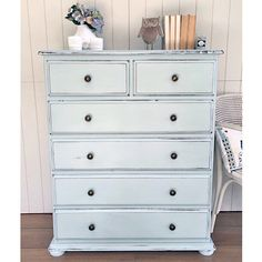 SOLD -- A couple of quick makeovers this week - this chest of drawers was painted in Duck Egg toned down with Old White to create a softer blue. The colour is even more stunning in the flesh. {$350} local pick up #Brisbane #Queensland #qld #anniesloanchalkpaint #ascp #vintagefurniture #womenwhodiy #paintedfurnitureforsale #restoredfurniture #paintedfurniture #vintage