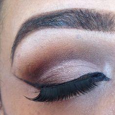 Sin filtro Mi maquillaje de hoy en tonos neutrales y estrenando pestañas #byyela #makeupartist #maquillando #auroramakeup #look ##valenciaguia #diseñovenezolano #makeupvalencia #lipstick #eyemakeup #caracas #venezuela #libertad #maquillando #maquillage #fashion #makeupaddict #makeuplovers #makeupvalencia #instagood #tendencias #talentonacional #talentovenezolano by victoriamakeupxoxo