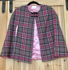 Plaid Womens Cape - Gray and Pink Plaid Cape - Capes for Women - Womens Outerwear - Plaid Cloaks for Women - Womens Fashions - Gift for Her by TheShoponBenAve on Etsy Satin Rose, Pink Satin, Pink Fashion, Women's Fashion Dresses, Fashion Black, Capes For Women, Clothes For Women, Fashion Tips For Women, Womens Fashion
