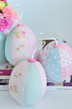 Lardecoramado: Páscoa - Ovos de tecido! - - Fabric Easter Eggs!