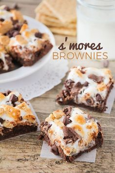 These luscious and decadent s'mores brownies are out of this world amazing! Cookie Desserts, Chocolate Desserts, Fun Desserts, Delicious Desserts, Yummy Food, Campfire Desserts, Tasty, Chocolate Lovers, Smores Brownies
