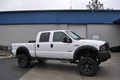 Totally Trucksprovides custom installs on trucks, jeeps, commercial vans and more. If you're looking to take your truck to the next level, you're in the right place.