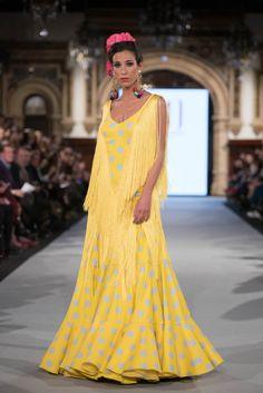 Mónica Mendez - We Love Flamenco 2019 - Sevilla Flamenco Costume, Dots Fashion, High Society, Japanese Fashion, Dot Dress, Fashion Dresses, Vogue, Gowns, Costumes