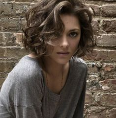 Marion Cotillard's curled and bobbed hair
