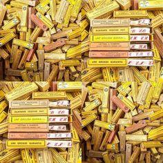 Voilà de quoi augmenter mon stock déjà important de rubans tissés avec initiales #initiale #rubantisse #mercerieancienne #vintagehaberdashery #brocante #quandnosgrandsmerescousaient #fleamarket #pucesdesaintouen #stand74bisallee4 #saintouen #vernaison marche vernaison by quandnosgrandsmerescousaient