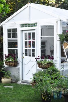 Art Symphony: The Vintage & Country home of a florist Rustic Greenhouses, Gravity Home, Exterior, Green Garden, Outdoor Landscaping, Vintage Country, Shed Plans, Schmidt, Bird Houses