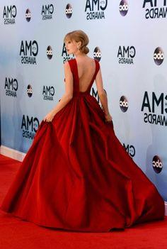 Class tenue de soirée chic femme comment adopter tenue chic femme Taylor Swift robe rouge