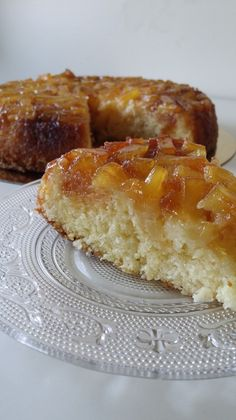 Bonjour J'ai déjà publié sur le blog des recettes de gâteau renversé à l'ananas ou à la poire, mais celui là à la particularité d'avoir en plus un ingrédient qui adoucit encore plus le gâteau : la noix de coco Il est juste délicieux, moelleux, fondant,... Apple Pie, Pancakes, French Toast, Muffins, Cheesecake, Breakfast, Sweet, Pastries, Food