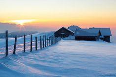 Hochalpsonnenuntergang   www.tapeterie.de Winter Wonderland, Mountains, Water, Travel, Outdoor, Pictures, Romantic Humor, Mother Nature, Log Home