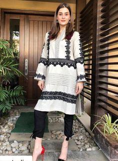 Pakistani Formal Dresses, Pakistani Fashion Casual, Pakistani Dress Design, Pakistani Outfits, Stylish Dresses For Girls, Stylish Dress Designs, Designs For Dresses, Casual Dresses, Kurti Designs Party Wear