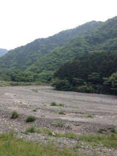 川に堆積した小石でできた州