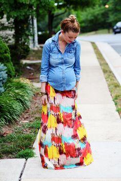 #LookCotton para futuras madres, con camisa en #denim para un estilo informal y alegre