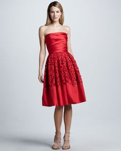 neiman marcus    Naeem Khan dress features a full-skirt silhouette, romantic lace, and a pretty coral color.•Strapless neckline.  •Pleated, fitted bodice.  •Pleated A-line skirt with lace beaded lace embroidery.  •Back zip.  •Fit-and-flare silhouette.  •Silk/wool with silk lining.  •Made in USA of Italian material