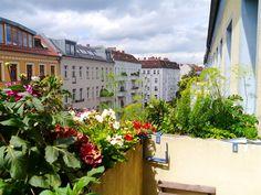Das könnte von unserem Balkon in Friedrichshain sein. Sieht total genauso aus!