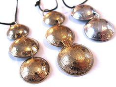 Pennikoruja / Pendants made of old Finnish pennies    http://www.laurase.com/