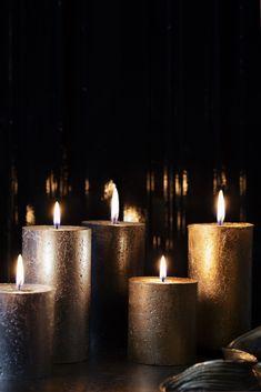 De beweging van een vlammetje en geuren die je aan herinneringen doen terug denken. Met de nieuwe True Magic collectie wil Bolsius deze magie bij je naar boven brengen. De warme kruidige geuren en metallic kleuren laten jouw interieur sprankelen en halen de magie van de natuur in huis. Pillar Candles, Tea Lights, Tea Light Candles, Candles