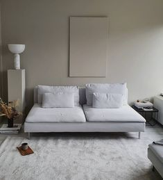 Small Space Living, Living Spaces, Interior Architecture, Interior And Exterior, Minimal Home, Small Sofa, Cool Apartments, Apartment Interior Design, Decorating Small Spaces